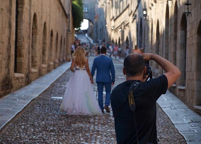 Wedding photographer in Sydney taking prenup photos
