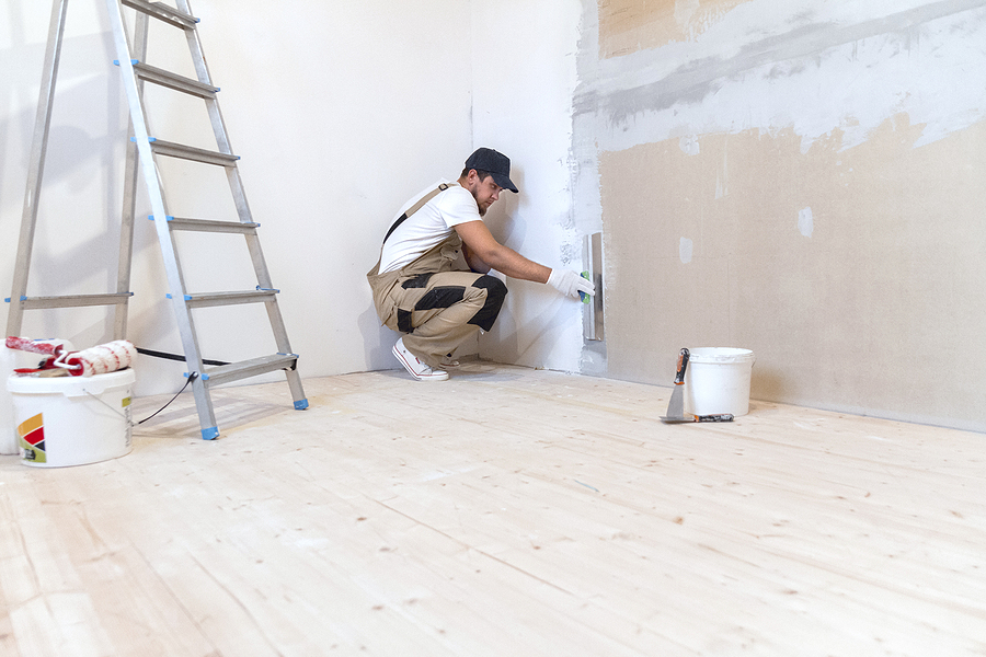 Male painter offering Melbourne painting services